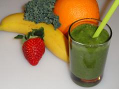 green smoothie banana orange kale